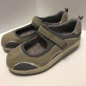 NWOT Skechers Shape-Ups Mary Jane Style Size 11